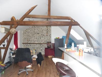 Vue: NAY Centre - Vente Appartement T2 loué, NAY - Vente appartement T2 loué refait à neuf dans une petite copropriété