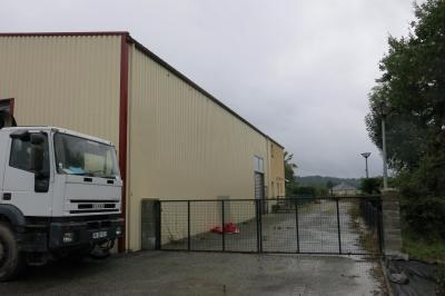 Vue: Proche PAU - Vente Locaux industriels avec maison 4 chambres, Proche PAU - Vente Locaux industriels avec sa maison d