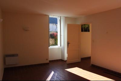 Vue: Proche NAY - Vente Maison Béarnaise rénovée avec cour, Proche NAY - Vente Maison de 107 m² avec cour fermée