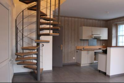 Vue: Proche Nay - Vente en exclusivité - Appartement T3 en Duplex avec grande terrasse, Proche Nay - Vente en exclusivité - Appartement T3 en Duplex avec grande terrasse