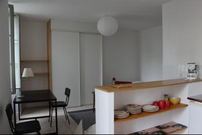 Vue: NAY Centre - Vente Studio meublé et équipé - Loué actuellement, NAY - Vente Studio meublé et équipé entièrement rénové - Loué actuellement