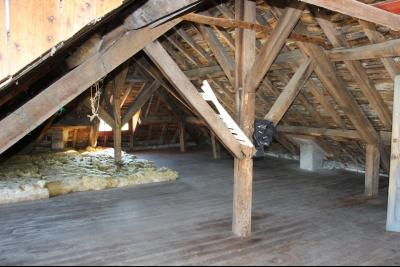 Vue: Proche NAY - Vente Maison sur sous-sol avec grenier aménageable - Vue Pyrénées, Proche NAY- Vente Maison ancienne à restaurer avec très belle vue sur plus de 2000 m²