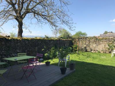 Vue: Tout proche NAY - Vente Maison béarnaise avec jardin et grange, Tout proche NAY - Vente Maison de village avec jardin et grange