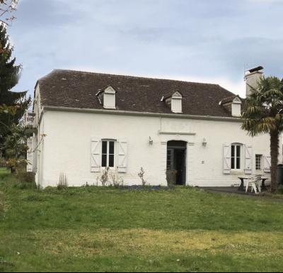 Vue: Proche NAY - Vente Béanaise de 5 pièces avec sa grange sur 1791 m² de parc arboré, Proche NAY - Vente Maison 5 pièces de 180 m² avec sa grange sur 1790 m² de parc
