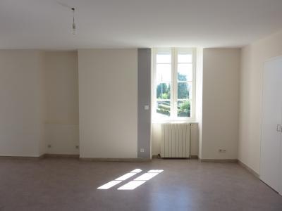 Vue: Entre NAY et BORDES - Location Appartement T4 rénové dans petite résidence, Entre NAY et BORDES - Location Appartement T4 rénové dans petite résidence