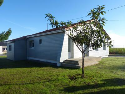 Vue: Proche NAY - Location Maison 3 chambres, Tout proche NAY - Location Maison de 100 m² complètement rénovée avec jardin clos