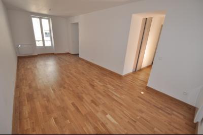 Vue: PAU CENTRE-T3 rénové avec balcon-Séjour, PAU CENTRE, Appartement T3 entièrement rénové avec balcon