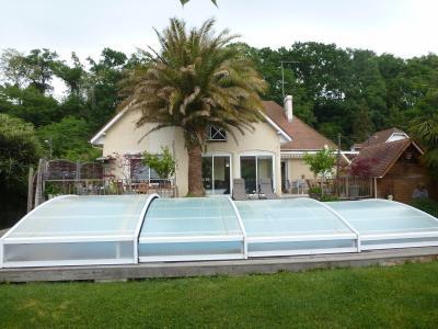 Vue: LONS- Maison 6 chambres-Jardin, LONS, grande maison de 6 chambres, sur 980 m² de jardin avec piscine.