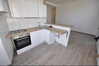 Vue: Exclusivité PAU CENTRE- T2 avec garage-Cuisine, EXCLUSIVITÉ PAU CENTRE, Appartement T2 rénové avec magnifique vue! Garage