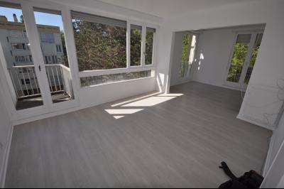 Vue: PAU FAC- T3 bis- Séjour, PAU FAC, Appartement T3 bis avec balcon et cave