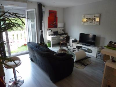 Vue: PAU Trespoey-T2 avec balcon et parking-Séjour, PAU TRESPOEY, A VENDRE,  appartement T2 loué au dernier étage, balcon et parking privé