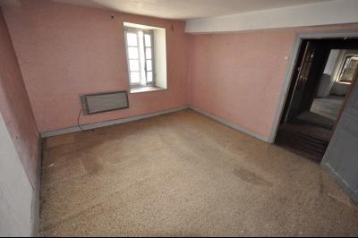 Vue: Proche OLORON STE MARIE- Chambre, Secteur OLORON STE MARIE, Maison de 106 m² avec 130 m² de dépendance à rénover