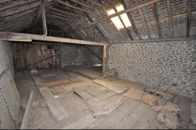 Vue: Proche OLORON STE MARIE- Grange, Secteur OLORON STE MARIE, Maison de 106 m² avec 130 m² de dépendance à rénover