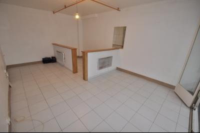 Vue: PAU-T1 35 m²- Pièce de vie, PAU, T1 avec cave, à rafraîchir, proche de toutes les commodités