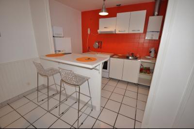 Vue: PAU-T2 avec jardin-Cuisine, RARE à PAU, T2 de 40 m² avec terrasse et jardin privatif