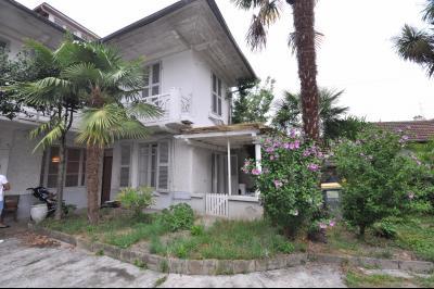 Vue: PAU-T2 avec jardin-Façade, RARE à PAU, T2 de 40 m² avec terrasse et jardin privatif