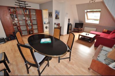 Vue: PAU HIPPODROME-T3 Duplex- Séjour, PAU Hippodrome, T3 en duplex avec parking et garage
