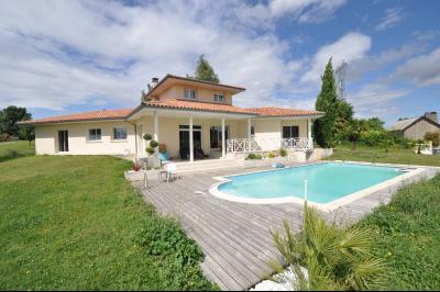Vue: GELOS-Maison 5 Chambres-Façade, GELOS, Maison de 192 m²avec vie de plain-pied, 5 chambres, avec piscine sur 2589 m² de terrain