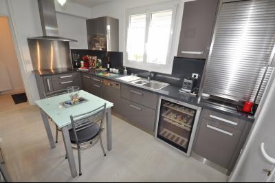 Vue: PAU CAMI SALIÉ- Maison 3/4 chambres-Cuisine, EXCLUSIVITÉ PAU CAMI SALIÉ, A VENDRE, Charmante maison 3/4 chambres sur 345 m²