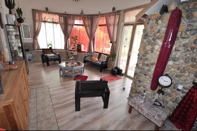 Vue: PAU BEAUMONT- T4 avec cours -Salon, PAU BEAUMONT, A VENDRE, Maison 3 chambres avec cour privative et caves.
