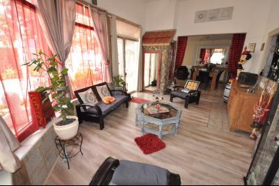 Vue: PAU BEAUMONT- T4 avec cours-Séjour, PAU BEAUMONT, A VENDRE, Maison 3 chambres avec cour privative et caves.