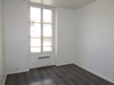 Vue: 3-Chambre, PAU CENTRE, T2  de 47 m² rénové, proche des commodités