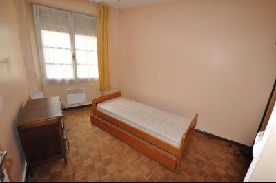 Vue: 3296-chambre, PAU SAINT CRICQ, A VENDRE, T2 à rafraîchir, avec balcon, et cave.