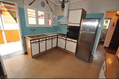 Vue: Exclusivité PAU- maison 3 chambres- Cuisine, EXCLUSIVITÉ PAU, A VENDRE, maison avec 3 chambres, de plain-pied, à rénover