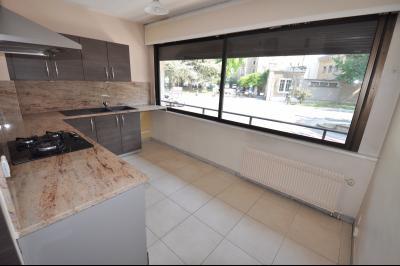 Vue: PAU- T2 standing-Cuisine, PAU BOULEVARD DES PYRÉNÉES, T2 de 63 m² avec cave et garage