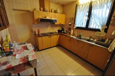 Vue: SERRES CASTET-Maison 4 chambres-Cuisine, EXCLUSIVITÉ SERRES CASTET, A VENDRE, Maison de 135 m² avec 4 chambres, de plain pied.