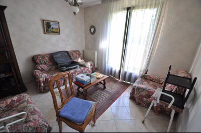 Vue: SERRES CASTET-Maison 4 chambres-Salon, EXCLUSIVITÉ SERRES CASTET, A VENDRE, Maison de 130 m² avec 4 chambres, de plain pied.