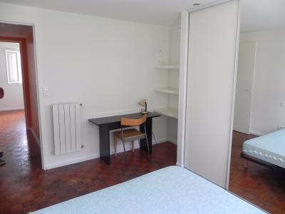Vue: Pau Centre T3 loué-Chambre 1, PAU NOTRE DAME, A VENDRE, T3 loué en très bon état, avec cave.