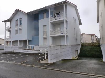 Vue: HAUT DE BILLERE-A VENDRE- T3 loué-Façade, HAUT DE BILLERE, A VENDRE T3 loué avec parking et terrasse