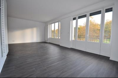 Vue: PAU Centre-A VENDRE- T4 Duplex- Séjour, PAU CENTRE, A VENDRE, T4 en duplex rénové de 85 m²
