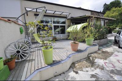 Vue: PAU BEAUMONT- T4 avec cours-Exterieur, PAU BEAUMONT, A VENDRE, Maison 3 chambres avec cour privative et caves.