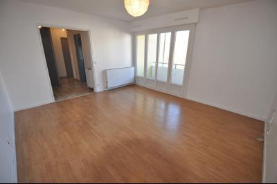 Vue: PAU, A VENDRE, appartement T2 47 m², cave, parking, cuisine, PAU, A VENDRE, T2 47 m² avec balcon, cave et parking