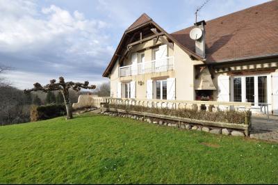 Vue: JURANCON, a vendre maison 7 pièces - Maison, COTEAUX JURANCON, à vendre, maison de 6 chambres, domaine de 5276 m² avec vignes