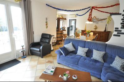 Vue: JURANCON, a vendre maison 7 pièces - Arrière maison, COTEAUX JURANCON, à vendre, maison de 6 chambres, domaine de 5276 m² avec vignes