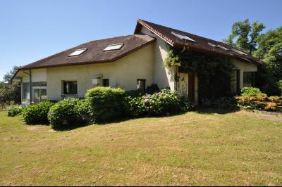 Vue: COTEAUX JURANCON, a vendre maison 4/5 chambres -  Façade, COTEAUX DE JURANCON, A VENDRE, Maison 6 pièces de 250 m² avec vue Pyrénées