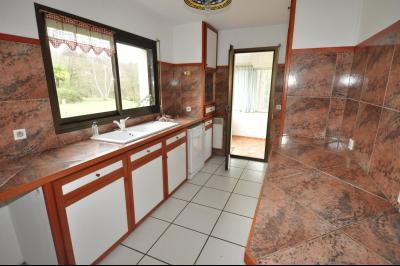 Vue: COTEAUX JURANCON, a vendre maison 4/5 chambres -  Cuisine, COTEAUX DE JURANCON, A VENDRE, Maison 6 pièces de 250 m² avec vue Pyrénées