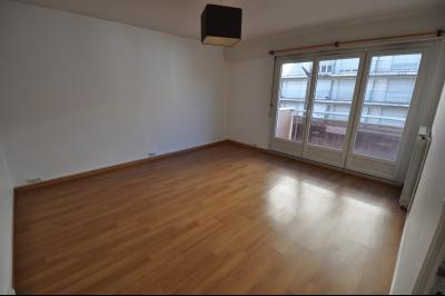 Vue: EXCUSIVITE, PAU, A VENDRE appartement T2 51 m², balcon, parking, cellier, séjour, EXCLUSIVITE, PAU, A VENDRE appartement T2 51 m² avec balcon, cellier et parking