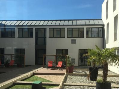 Vue: IDRON, A VENDRE, appartement T3, 65 m², 2 places de parking  - Cour interieur, IDRON, A VENDRE, appartement T3 de 65 m² avec 2 terrasses et 2 places de parking