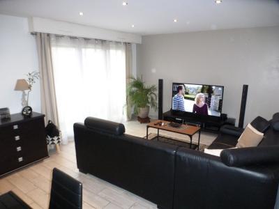 Vue: PAU, A VENDRE T3 72 m² avec garage, salon, EXCLUSIVITÉ PAU, A VENDRE, Appartement T3 de 72 m² avec balcon et garage