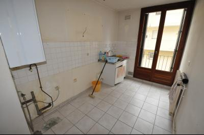 Vue: EXCLUSIVITÉ PAI- T3 avec balcon et cave-Cuisine, EXCLUSIVITÉ PAU, T3 à rafraîchir, avec balcon et cave
