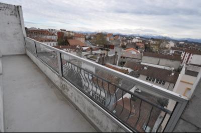 Vue: PAU, A VENDRE, T3 avec balcons- Balcon, PAU, A VENDRE, Appartement T3 avec balcons vue Pyrénées et parking
