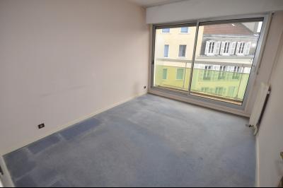 Vue: PAU-A VENDRE-T2 avec balcon-Chambre, EXCLUSIVITÉ PAU CENTRE, A VENDRE, Appartement T2 avec balcon et cave