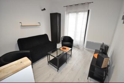 Vue: Exclusivité PAU CHÂTEAU- T2-Salon, EXCLUSIVITÉ PAU CHÂTEAU, A VENDRE, T2 duplex de 45 m² vendu meublé