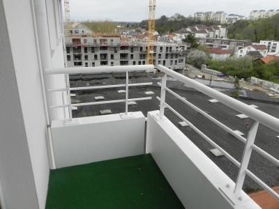 Vue: BILLERE-A VENDRE-T2 avec parking-Balcon, BILLERE, A VENDRE,Appartement T2 en dernier étage, avec balcon et parking en sous sol.