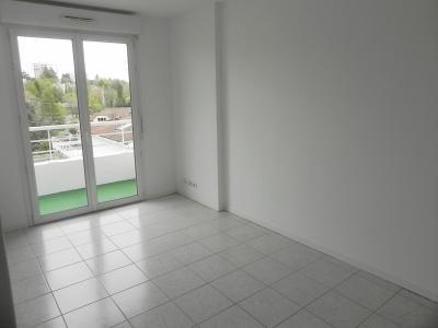 Vue: BILLERE-A VENDRE-T2 avec parking-Séjour, BILLERE, A VENDRE,Appartement T2 en dernier étage, avec balcon et parking en sous sol.