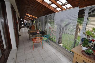 Vue: EXCLUSIVITE, PAU, A VENDRE maison 84 m², 3 chambres, piscine, cuisine, EXCLUSIVITE PAU, A VENDRE maison de plain pied 84 m², 3 chambres, piscine